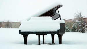 Piano by Nature: PLAYING IN THE SNOW @ Hand House